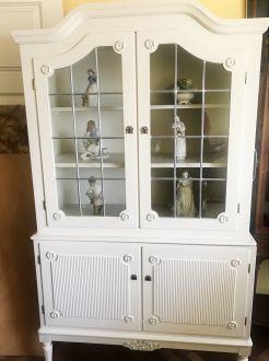 Шкаф-витрина   белого цвета